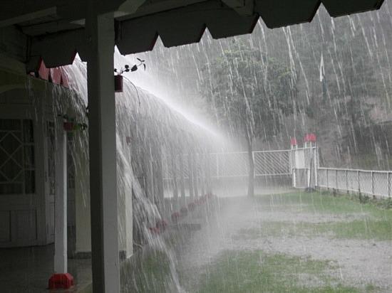 Dom v daždi
